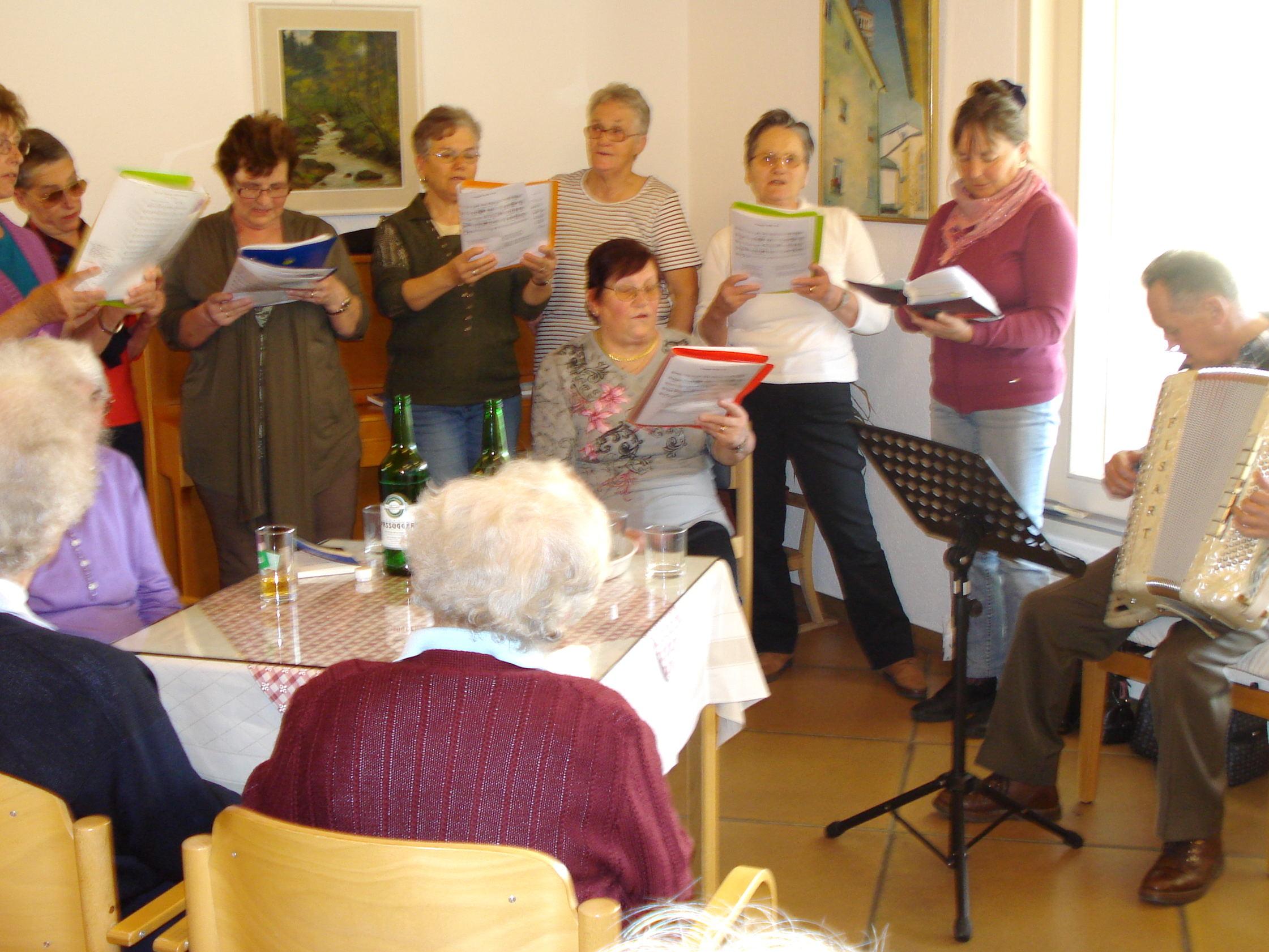 foto amici del canto nr.289 Predazzo, ultranovantenni costretti a pagare la tassa SIAE per aver intonato canti di montagna alla loro festa